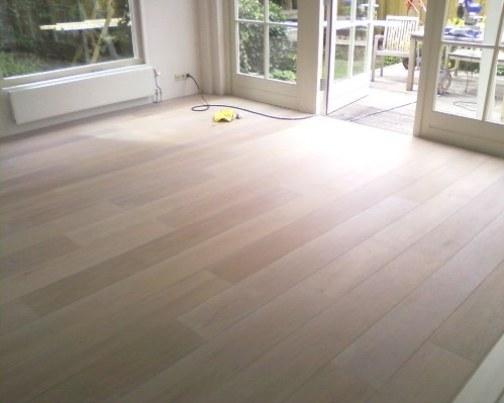 Frans eiken vloeren: houten vloeren plankenland. oude houten vloeren